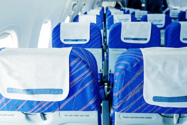 Assentos e mesa dobrável