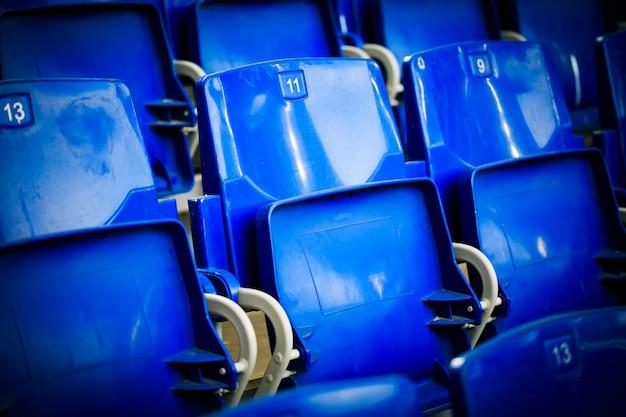 Assentos em um estádio de futebol Foto Premium
