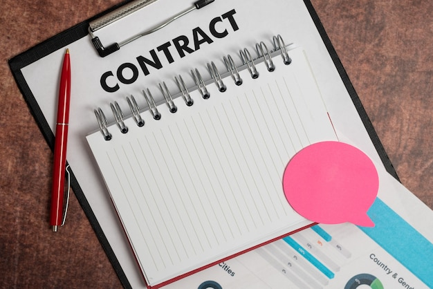 Assinatura de novos contratos, fechamento de negócios, cálculos e pagamentos de hipotecas, pagamento de dívidas futuras com gráficos e tabelas, ideias de progresso de parcelas de casa