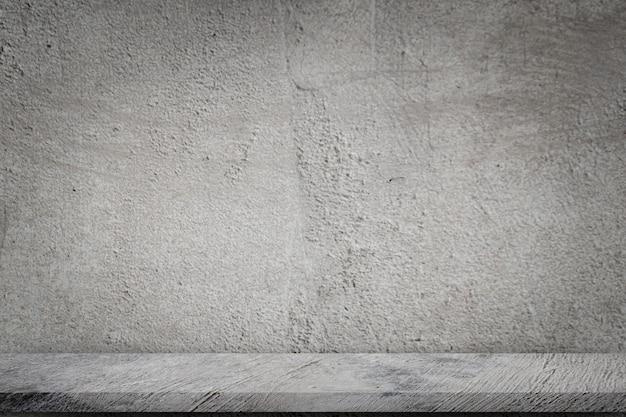 Assoalho concreto com fundo cinzento vazio do muro de cimento.