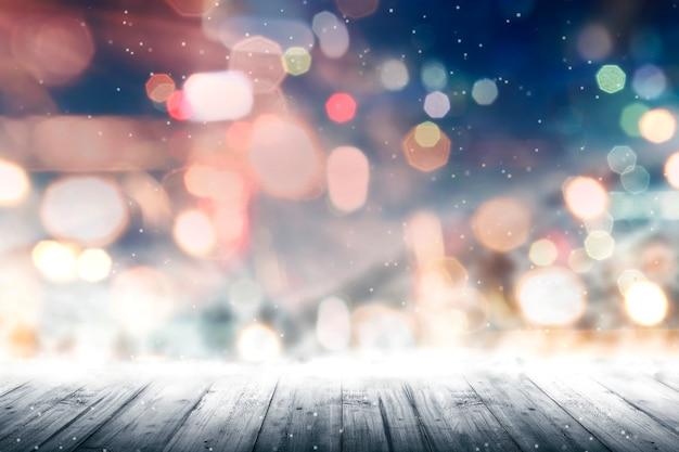 Assoalho de madeira com luzes de natal borradas
