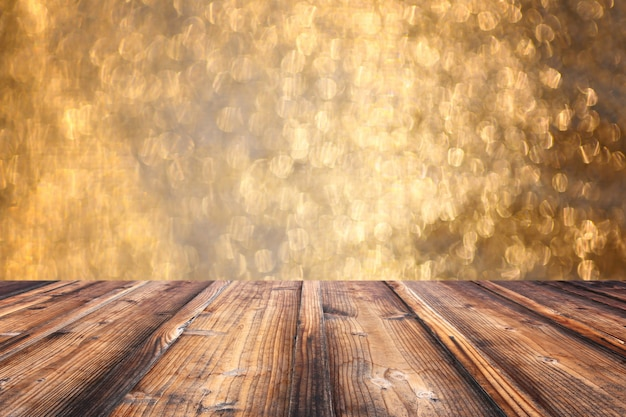Assoalho de madeira velho de brown no contexto do bokeh do natal.