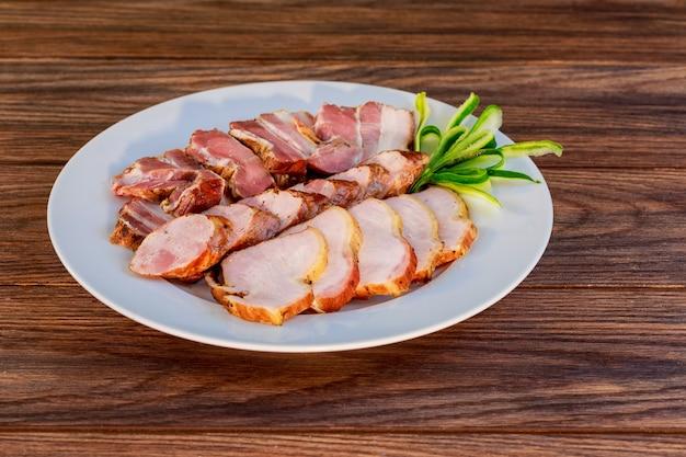 Assorted deli carnes - presunto, salsicha, salame, parma, presunto, bacon