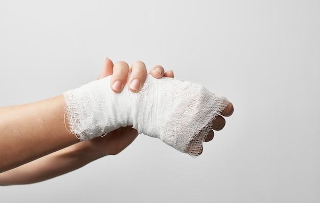 Atadura de ferimento de mão problemas de saúde cinza