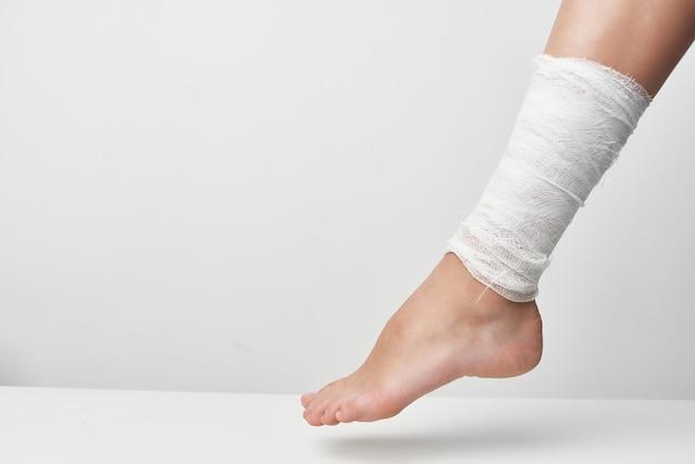 Atadura psicoterapêutica com lesões nas pernas, problemas de saúde