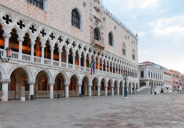 Aterro do palácio dos doges e san marco, veneza, itália