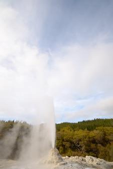 Atividade vulcânica de energia geotérmica na nova zelândia