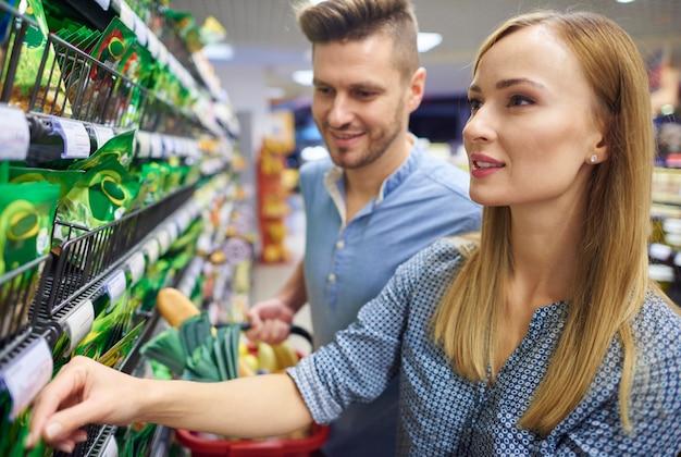 Atividades de fim de semana passadas no supermercado
