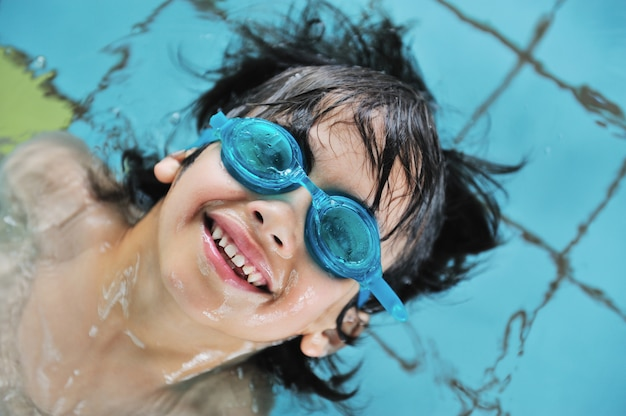 Atividades infantis na piscina
