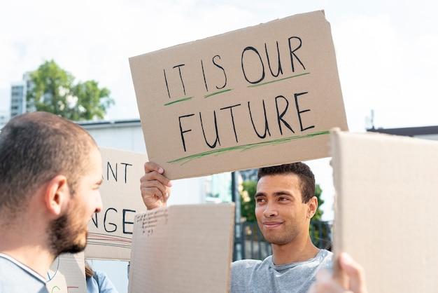 Ativistas reunidos para demonstração