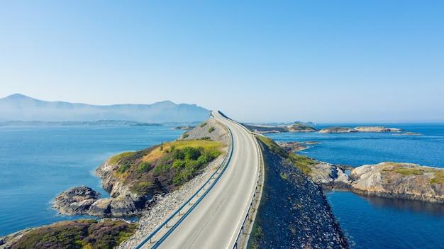Atlantic ocean road ou atlantic road (atlanterhavsveien) recebeu o título de