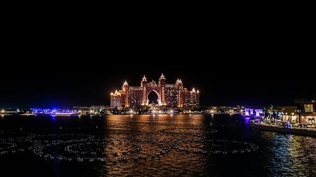 Atlantis, the palm, dubai o multimilionário atlantis resort, hotel & theme park na ilha palm jumeirah em dubai, uma vista de the pointe dubai.