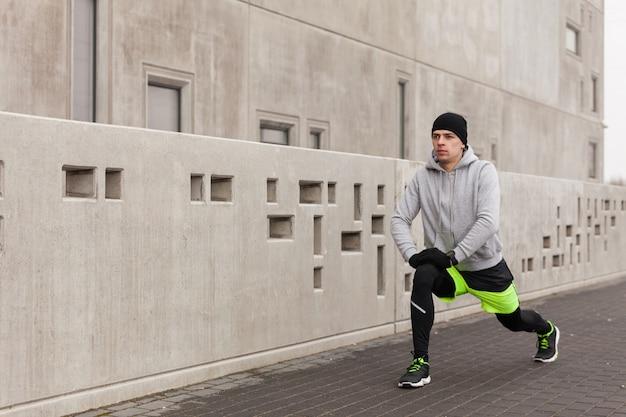 Atleta, esticar, frente, parede