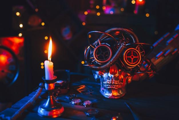 Atmosfera cyberpunk. crânio em óculos steampunk sobre uma mesa com mecanismos com luz neon