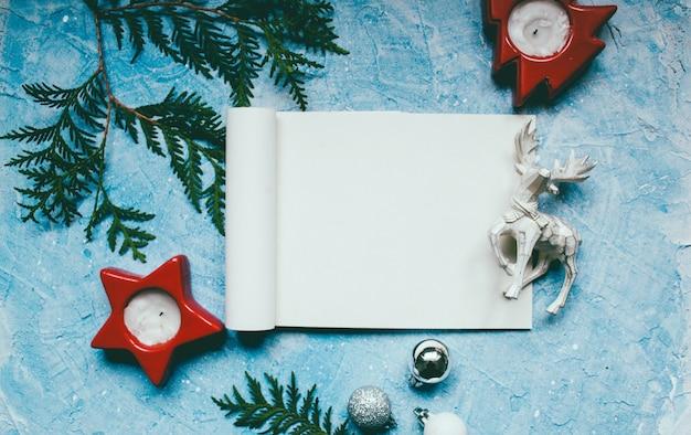 Atmosfera de ano novo brinquedos de natal em azul
