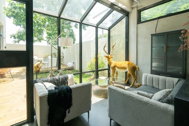 Atmosfera de apartamento interior moderna, luminosa e confortável