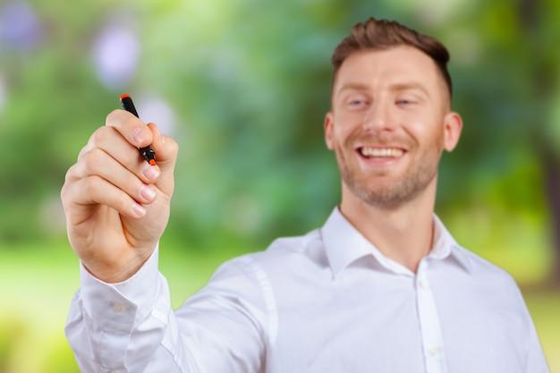 Atraente, homem negócios, ou, professor, com, marcador, escrita, ou, desenho, algo