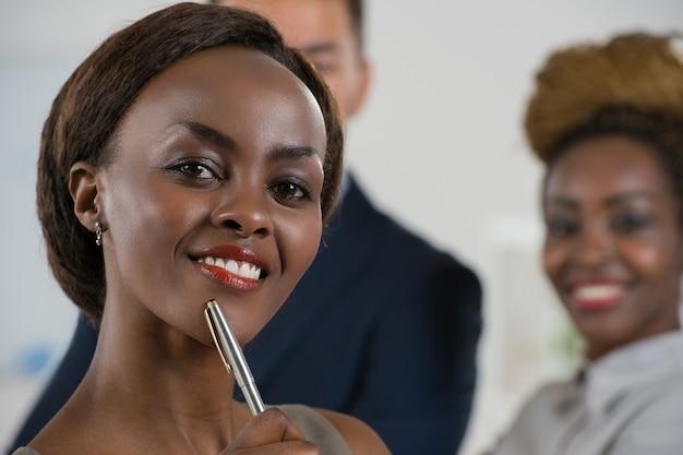 Atraente, jovem, africano, executiva, escritório