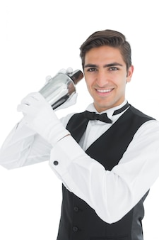 Atraente, jovem, barkeeper, agitação, um, bebida