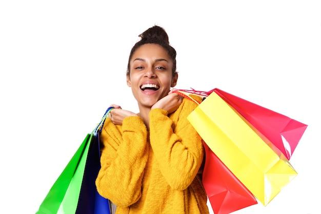 Atraente, jovem, mulher africana, com, bolsas para compras