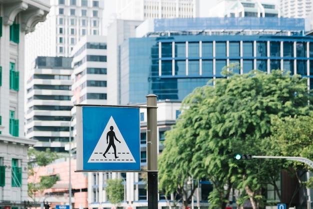 Atravessar o símbolo do sinal de estrada