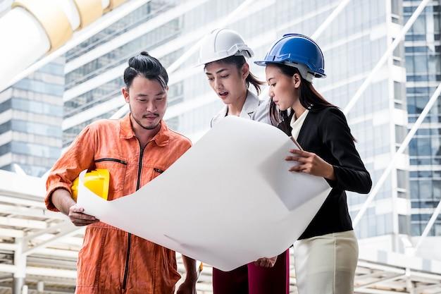 Atribuições de trabalho de engenheiros e engenheiros profissionais