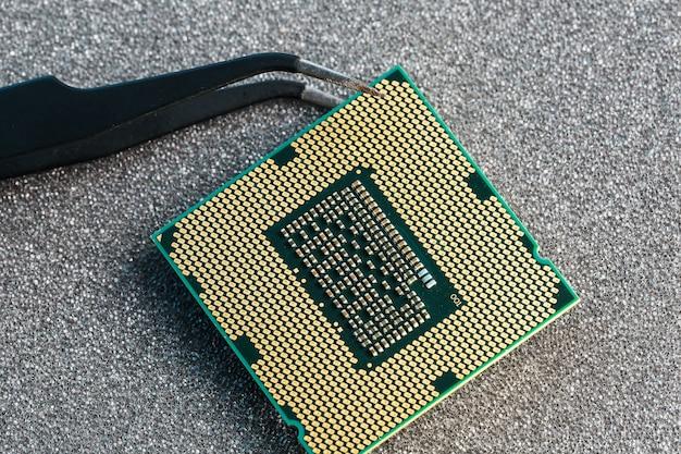 Atualização de hardware do cpu do computador de manutenção do componente da placa-mãe