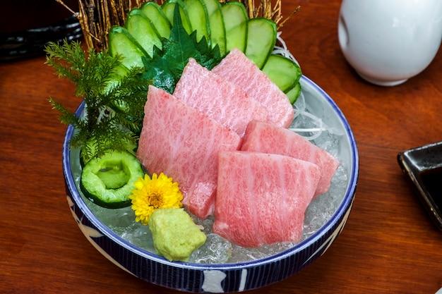 Atum cru japonês sashimi peixe fresco