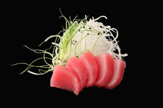 Atum do atlântico, daikon, microgreen