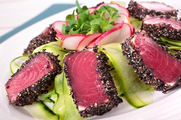 Atum, salada, close-up