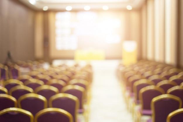 Audiência na sala de conferências.