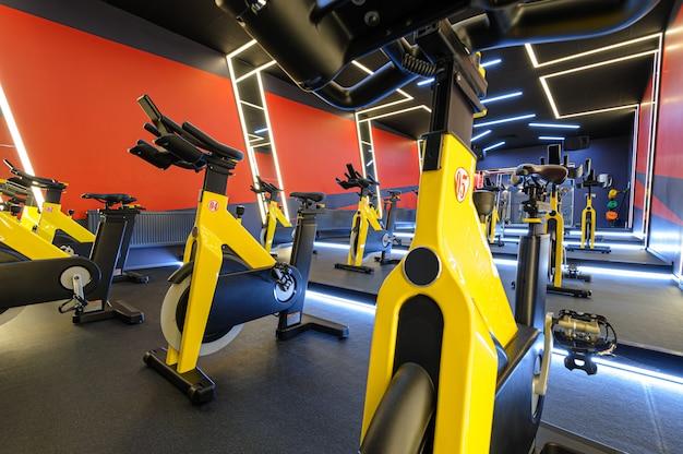 Aula de aeróbica para bicicletas indoor