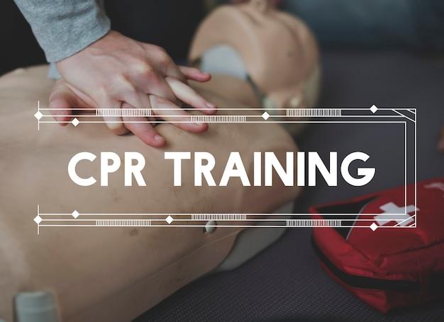 Aula de demonstração de treinamento em rcp, resgate de vida de emergência Foto gratuita