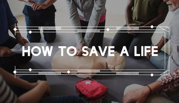 Aula de demonstração de treinamento em rcp, resgate de vida de emergência