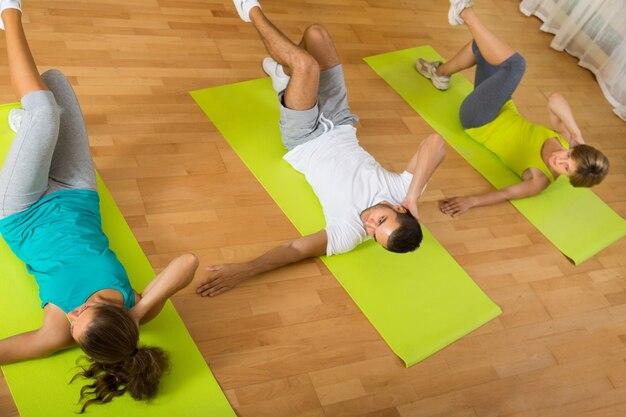 Aula de fitness no clube desportivo