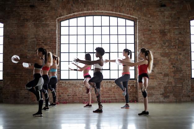 Aula de fitness para mulheres