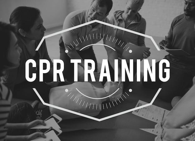 Aula de treinamento de primeiros socorros em rcp para paramédicos
