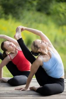 Aula de yoga: pose de ioga de sundial