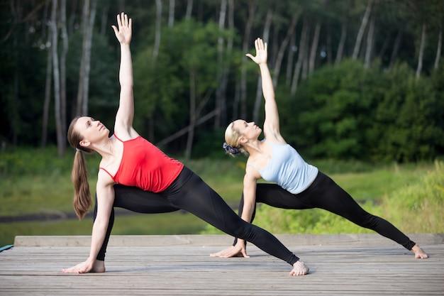 Aula de yoga: utthita parsvakonasana pose
