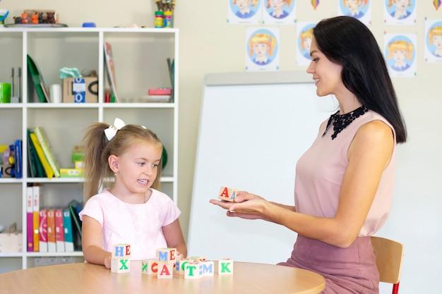 Aulas de desenvolvimento e terapia da fala