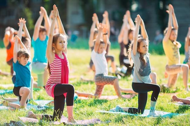 Aulas de ioga ao ar livre.