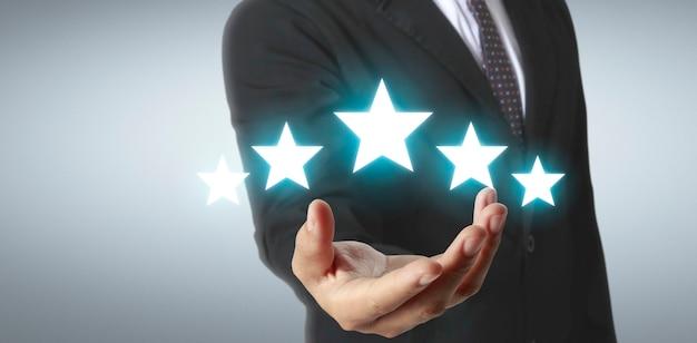 Aumento de cinco estrelas no conceito de avaliação e classificação de mão humana