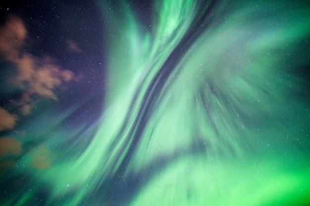 Aurora boreal colorida
