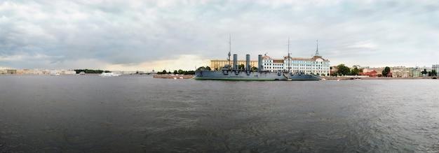Aurora é um cruzador protegido russo, atualmente preservado como um navio de museu