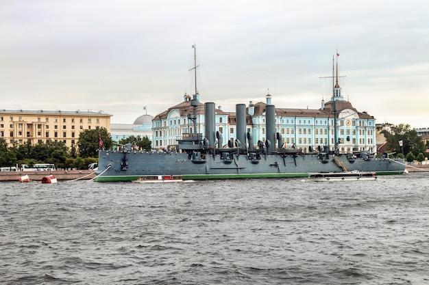 Aurora é um cruzador protegido russo, atualmente preservado
