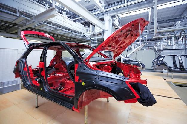 Auto corpo na fábrica de automóveis
