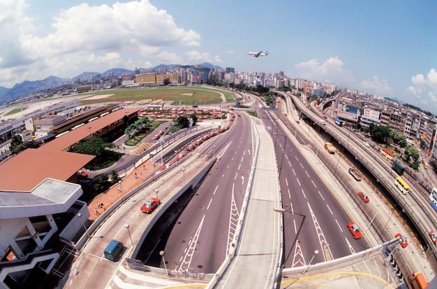 Auto-estrada e paisagem urbana