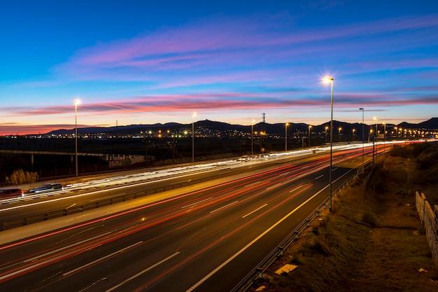 Auto-estrada, em, anoitecer