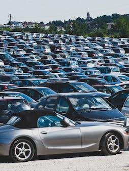 Automóveis no estacionamento