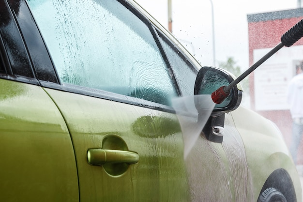 Automóvel na lavagem de carros